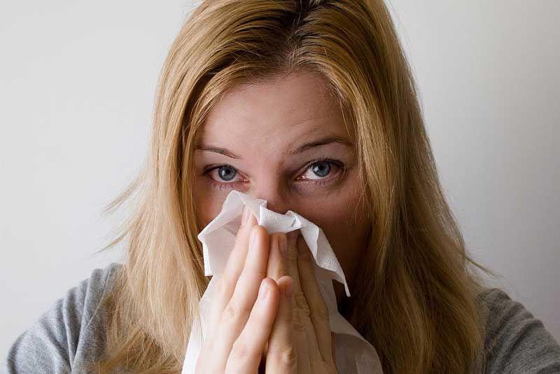Aprende a combatir los síntomas de alergia primaveral con agua de mar